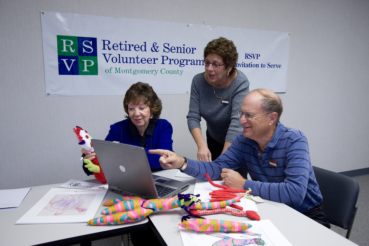 On October 28, 2008, RSVP Volunteer Executive Counselors Alan Kober and Marion Silver share their business<br /> expertise with Elaine Gershenson at the RSVP Headquarters in Blue Bell, PA.
