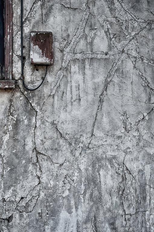 _DSC0531 Phone Box Plaster Cracks
