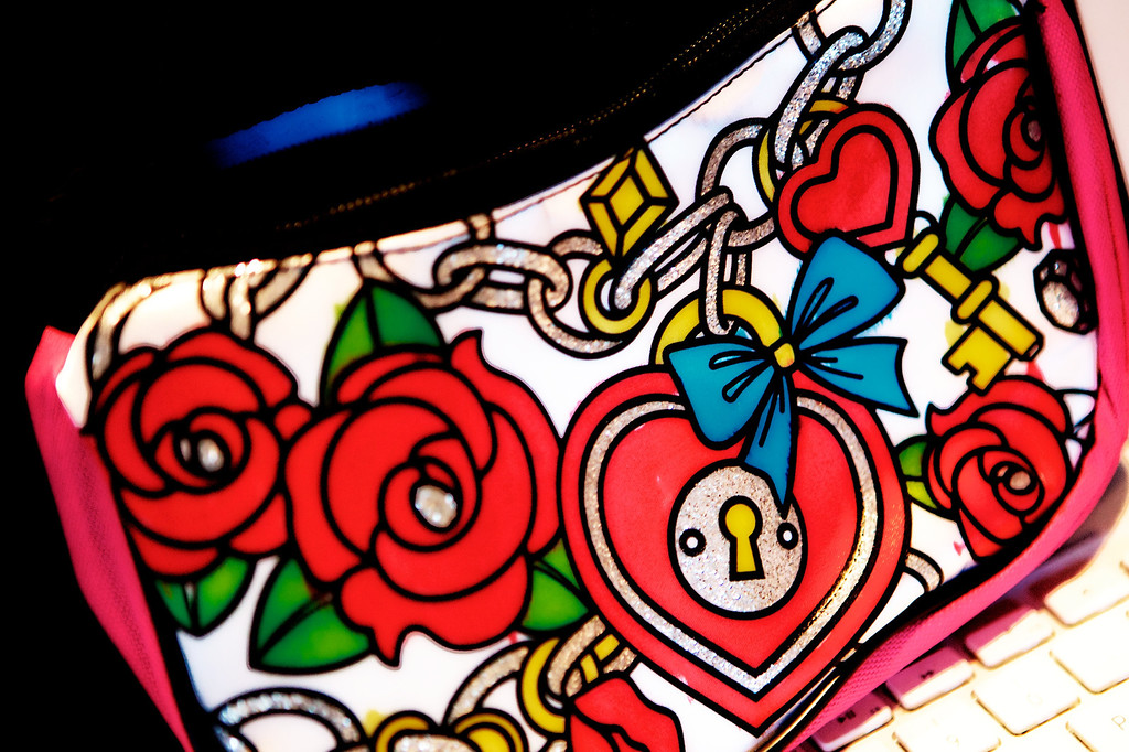 aug12-colored-purse