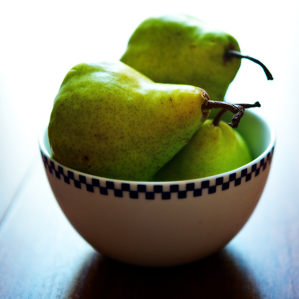 Bowl of Pears for day 140.... Terrible news out of Oklahoma today.... thoughts and prayers to those afftected.<br /> <br /> 05-20-2013