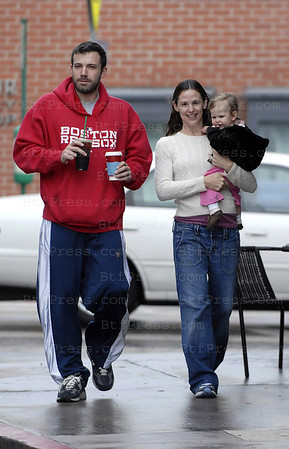 BEN AFFLECK AND JENNIFER GARNER TAKE DAUGHTER VIOLETTE TO THEIR FAVORITE STARBUCKS NEAR THEIR HOME FOR A RAINY DAY TREAT - THE FIRST TIME WE'VE SEEN THE ENTIRE FAMILY BACK IN THE NEIGHBORHOOD SINCE VIOLET WAS BORN. EXCLUSIVE.