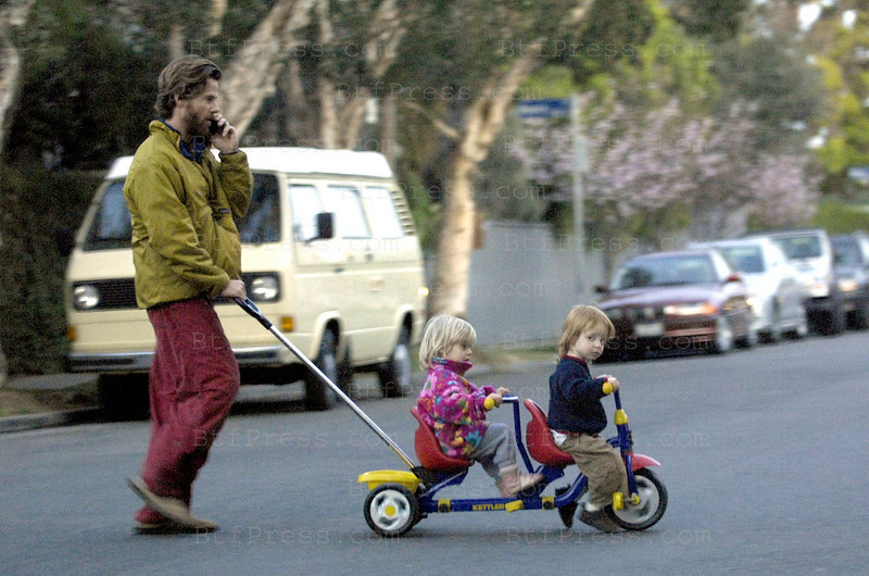 DADDY DANNY MODER WITH HAZEL PATRICIA AND PHINNAEUS WALTER MODER GO FOR A SPIN AROUND THE  NEIGHBORHOOD.                                                --------(ONLY FRANCE)-------EXCLUSIVE.