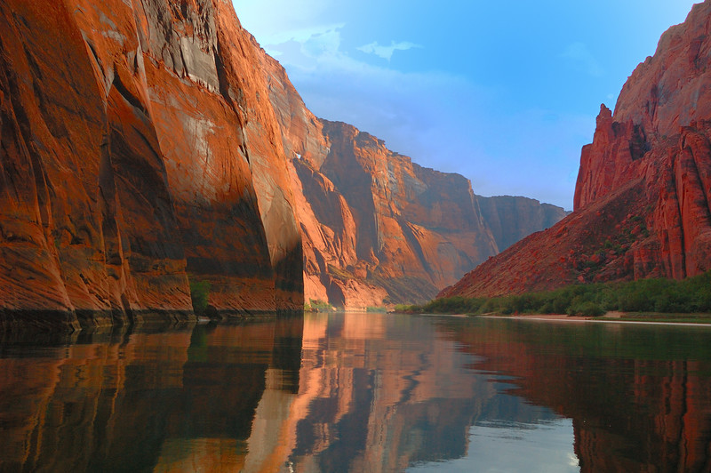 Lees Ferry. Spectaculer scenery and fishing at the enrance to the Grand Canyon.