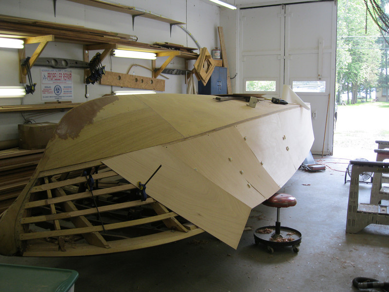 Fitting plywood on the starboard side.