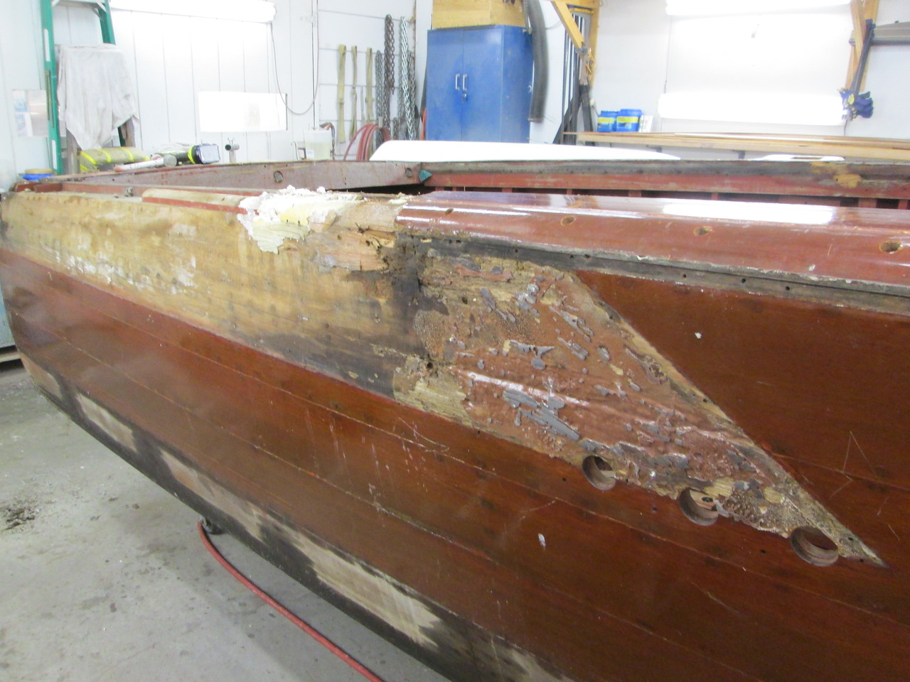 Bad wood under the starboard fin.