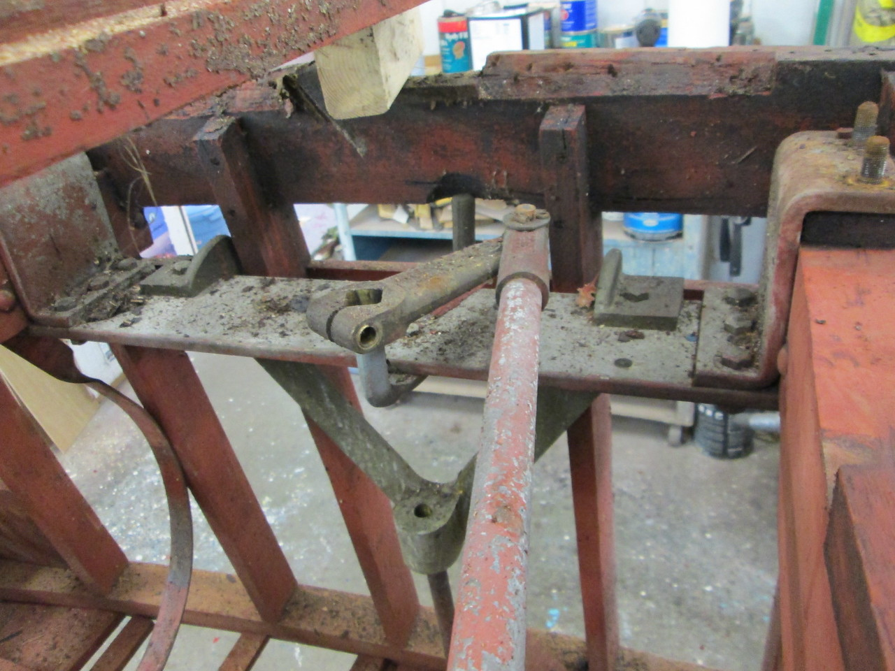 Rudder and lifting bracket support.