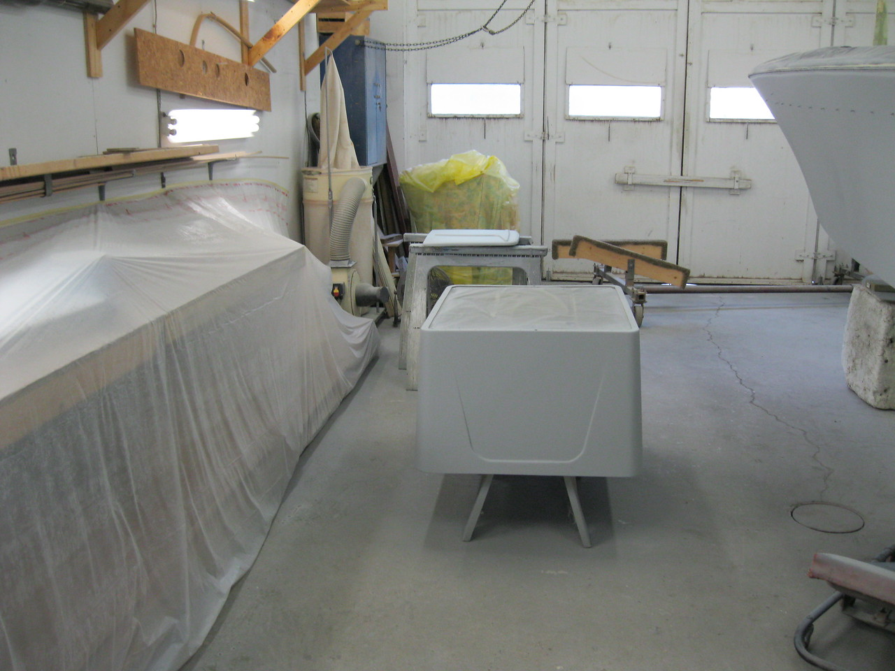 Another view of engine hatch and front deck hatch primed.