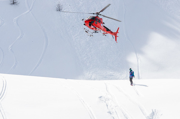 Helicopters, snow and a rad show to watch today during the FWT17 stop in Fieberbrunn Austria. rider: @audreysnowclimb