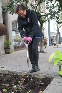 Avis Campbell Fall Clean-up/Bulb Planting