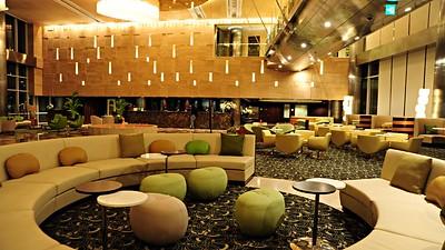 008324-01-lobby-terrace-cafe