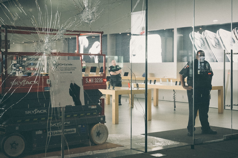 May 27, 2020 11:41pm - Apple Store, 3018 Hennepin Avenue