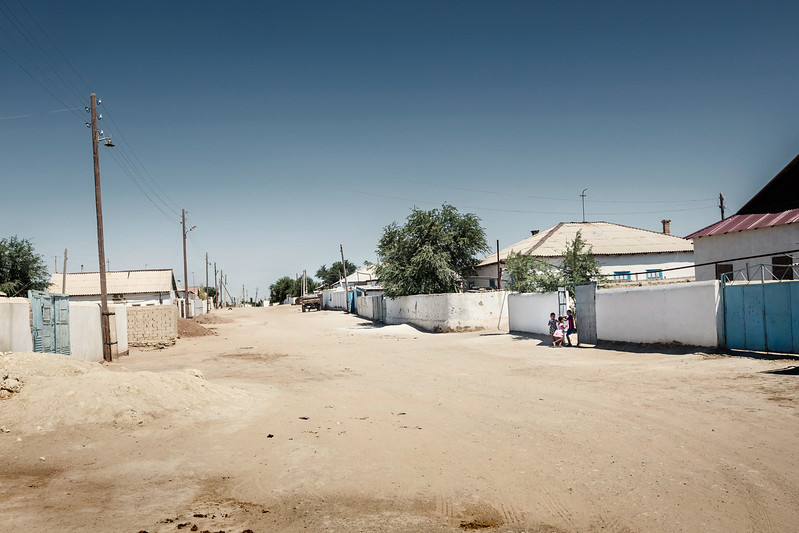 Uzbekistan – Mojnaq (autonomous republic of Karakalpakstan) - August 2015 – A street in Mojnaq. Mujnak, once flourishing town of fishermen on the south shore of the Aral, with a cannery that in the 70s was still able to thousand of tons of fish a year, is now a city in the desert. The Aral Sea is now located 90 kilometers most northwestern. Moynaq has become the city of absence