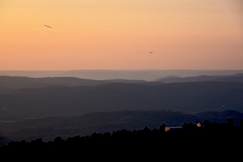 Hang Gliders over Lookout Valley & Trenton Georgia