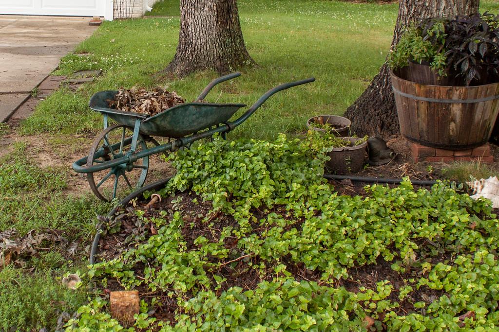 ClickinmomsHunt16: Wheelbarrow