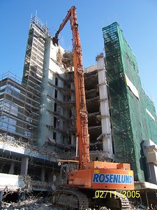 HIGH REACH DEMOLITION PLANT IN ACTION