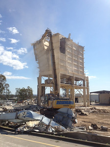 Rosenlund Demolition demolishing industrial silo's at Wacol Brisbane with a Komatsu PC450 UHD excavator.