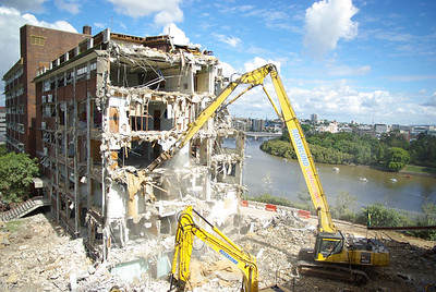 Kangaroo Point Tafe- High Reach Demolition n methodologies. Brisbane Australia 2009.