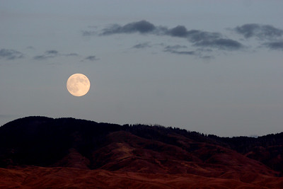 The moon rising over the Boise foothills.  I'm certain that you have seen beautiful moons too where you live.  Enjoy those moments and remember them.