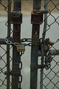 AscotHillsPark007-LockedGate-06-10-16.jpg