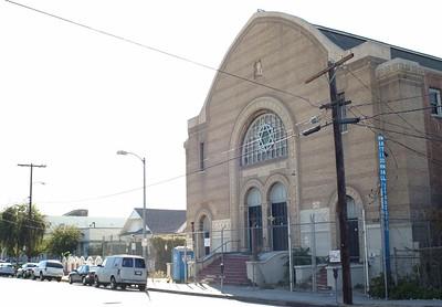 BreedStreetShul010-FrontOfBuilding-2006-10-18.jpg