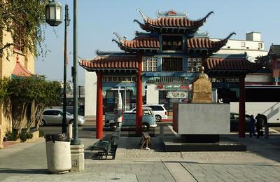 ChinatownCentralPlaza021-ViewOfBroadwayFromPlaza-2006-10-25.jpg