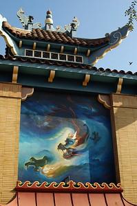 ChinatownCentralPlaza026-SideOfBuildingWithMural-2006-10-25.jpg