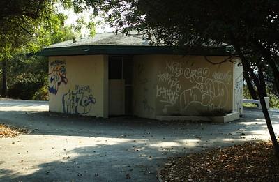 DebsPark040-GraffitiedStructure-2006-10-06.jpg