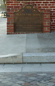 Firehouse008-PlaqueAndSidewalk-2006-11-13.jpg