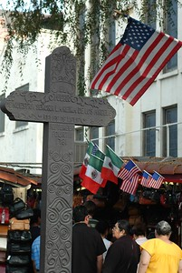 OlveraStreetCross005-CrossAndFlags-2006-11-24.jpg