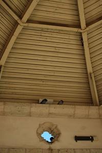 MariachiPlaza009-RoofOfStageAndPigeons-06-10-18.jpg