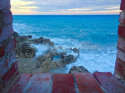 The sea start to shake...