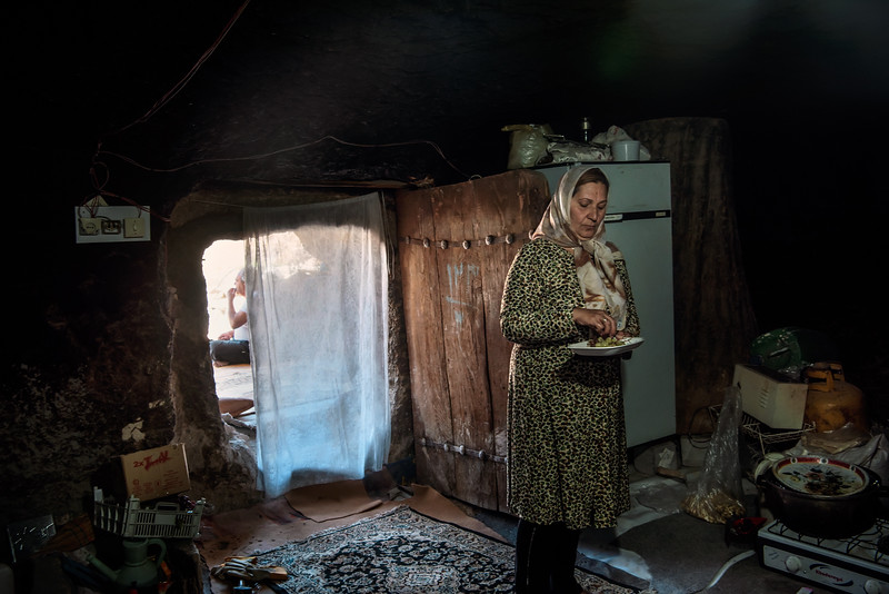 August 22, 2017 – Maymand, Iran.  Woman in her troglodyte house of the village of Maymand. © Simone Tramonte