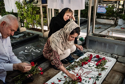 August 11, 2017 – Teheran, Iran. Behesht-e Zahra in Tehran is the largest cemetery of Iranian martyrs hosting the bodies of over 33,000 Iranian citizens killed in the war. The people of Tehran go to the tombs of their martyrs every week and spend a lot of time with them.  Iranians believe that who defends people and sacrifices himself is a martyr and remains alive even after death. A martyr has saved many other lives with his death and therefore occupies an important position in Iranian society. His spirit is alive and continues to live with his family and his affections. Therefore, many Iranian citizens believe that martyrs are sacred and live with them during their daily lives.  © Simone Tramonte