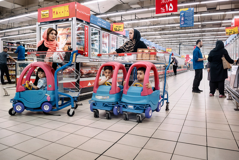 August 16, 2017 – Isfahan, Iran. Women with their children shopping inside Hyperstar, Iran's first international-style hypermarket. The push for new retail formats coincides with Iran's post-sanctions growth and development and the entry of international players into the Iranian market. © Simone Tramonte