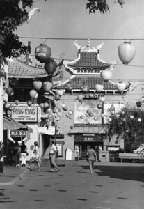 1975, Gin Ling Way
