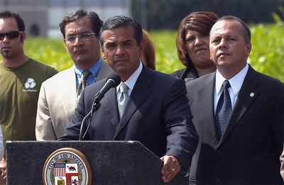 2005, Villaraigosa at Podium