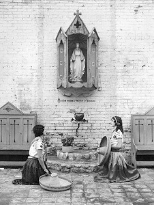 1930, Olvera St. Shrine