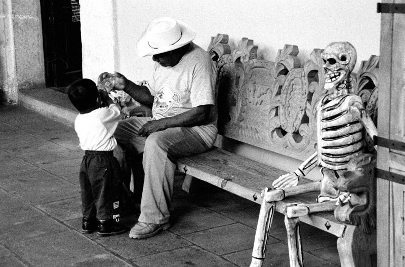 Naturaleza muerta. Oaxaca, Mexico. 2002. From Living with the Dead.