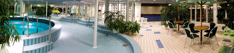 Panorama M/S Silja Europa's swimming pool department