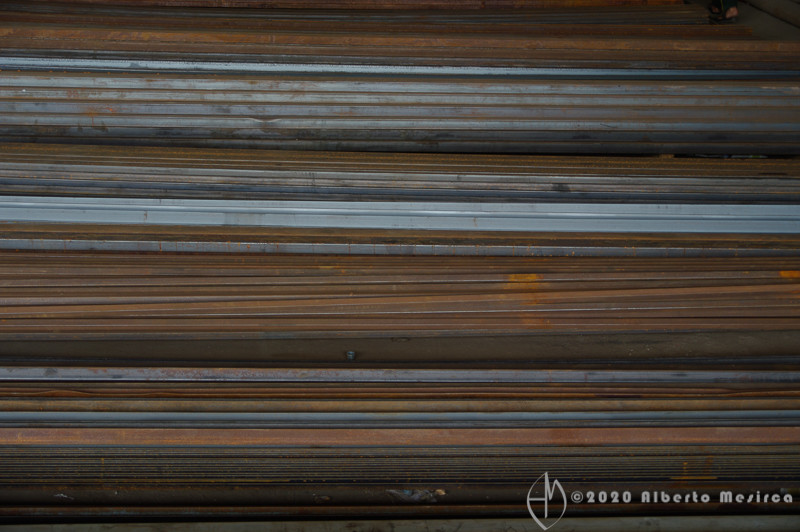 steel-bars-Mussafah-Abu-Dhabi-UAE_PEN9981.jpg