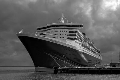 Queen Mary 2 in Darwin