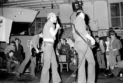 """I can not for the life of me remember the name of the singer. Please put a comment if you remember. Also see here is Mike Dill (left in background) and Tim """"oh ma Goad Cod"""" Loyd (right with hat) & Terry"""