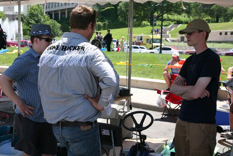After practice, Kevin Fusselman (L), Kyle Deloske (C) and Ben Hutcheson (R) discuss the #2 car.