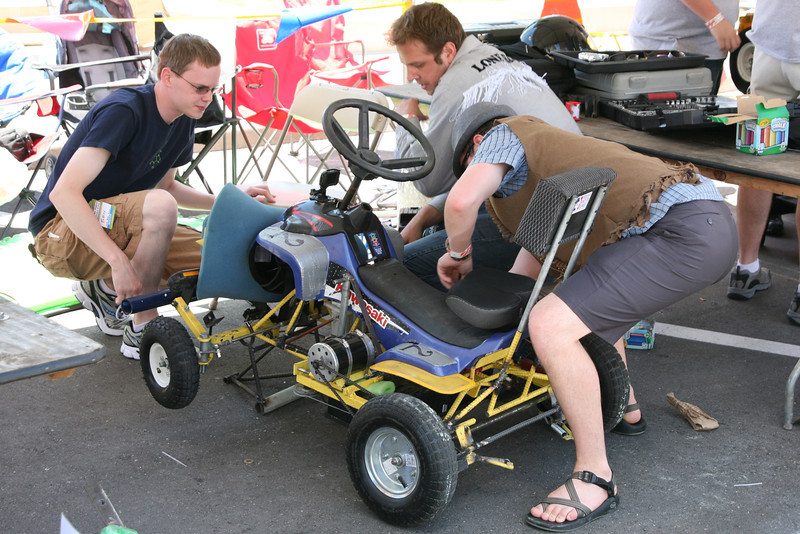 In preparation for the first race of the day, Ben Hutcheson (L), Kyle DeLoske (C), and Kevin Fusselman (R) check the battery on the #2