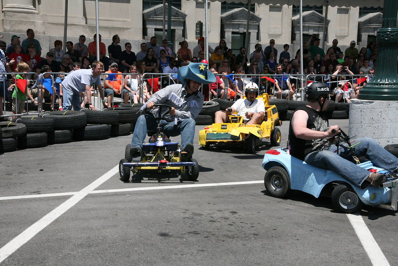 """Kyle """"The Lone Hacker"""" Deloske fights for position during the 30-lap race."""