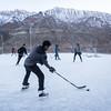 Few schools in the world can boast having a skating rink with such an amazing view. Himalayan mountains overlook the students playing at more than 3 000 meters of altitude.<br /> ----<br /> À plus de 3500 mètres d'altitude, il n'est pas facile de trouver son souffle mais les Ladakhis sont habitués et par le fait même extrêmement endurants, ce qui en fait des joueurs redoutables!