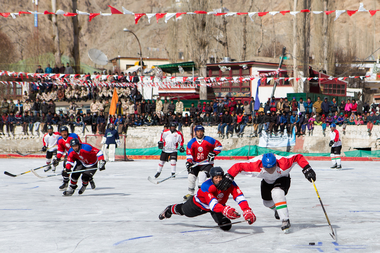 The finals is always played in Leh, Ladakh capital city. The view from the skating rink is gorgeous; one one side, Spituk monastery high in the Himalayan mountains and on the other side, Leh Castle overlooking the city.<br /> ----<br /> La finale annuelle se déroule à la patinoire de Leh, capitale du Ladakh. De la patinoire,  on aperçoit d'un bord le monastère de Spituk, perché dans les pics himalayens  et vieux d'un millier d'année et également le chateau de Leh, surplombant la ville.
