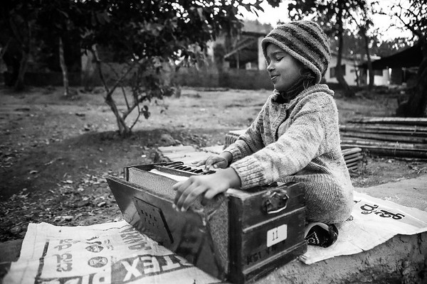 In the early morning, a young student from Kalkeri Sangeet Vidyalaya, music school, practices her accordion.<br /> Organization: Kalkeri Sangeet Vidyalaya<br /> Dharwad, Karnataka, India. January 2015.<br /> ---------<br /> Aux petites heures du matin, une jeune élève de l'école de musique Kalkeri Sangeet Vidyalaya pratique son accordéon.<br /> Organisme: Kalkeri Sangeet Vidyalaya<br /> Dharwad, Karnataka, Inde. Janvier 2015.