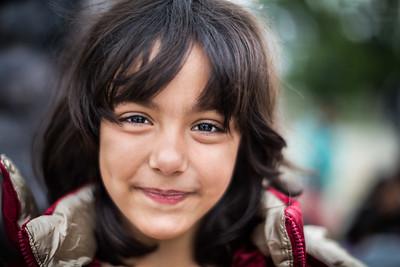 A young Afghan refugee girl on her way to the transit camp of Gevgelija. Gevgelija, Macedonia. October 2015. ----------- Une jeune fille afghane réfugiée en chemin vers le camp de transit de Gevgelija. Gevgelija, Macédoine. Octobre 2015.