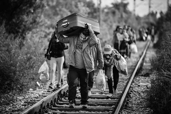 A family of refugees struggle to walk on the railways with all their luggage between Macedonia and Serbia.<br /> Tabanovce, Macedonia. October 2015.<br /> -----------<br /> Une famille de réfugié peine à marcher avec toutes leurs possessions dans leurs valises entre la Macédoine et la Serbie.<br /> Tabanovce, Macédoine. Octobre 2015.
